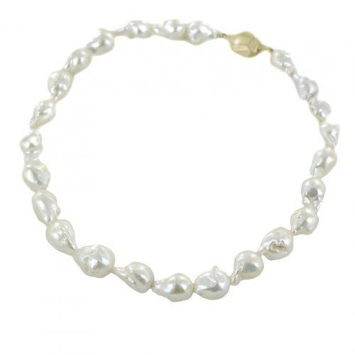 Collana di perle barocche con chiusura a pepita
