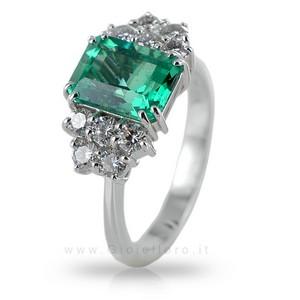Anello con Smeraldo centrale 2.25 ct e Diamanti 0.75 G - gallery
