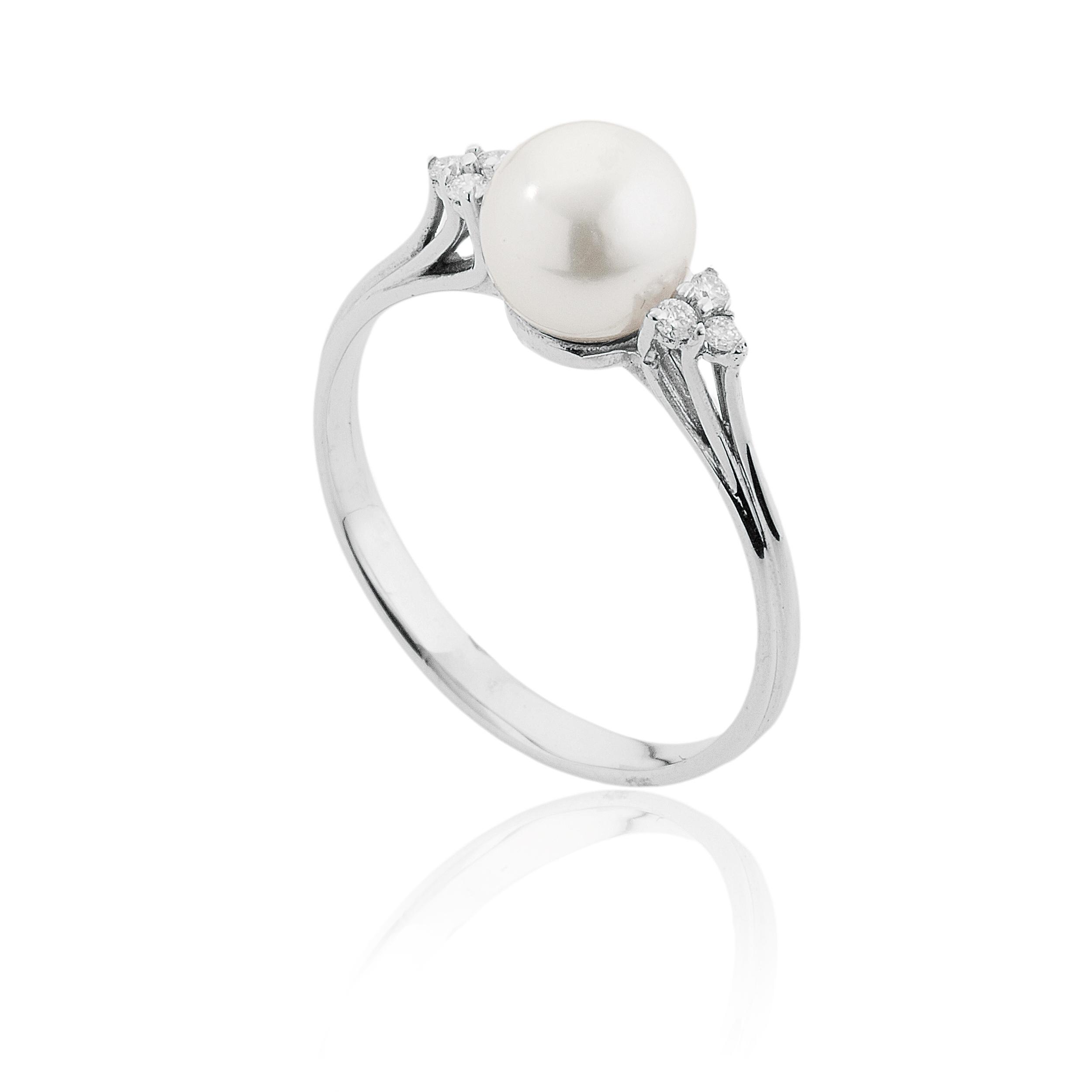 Anello con Perla Akoya 8 - 8,5 e Diamanti