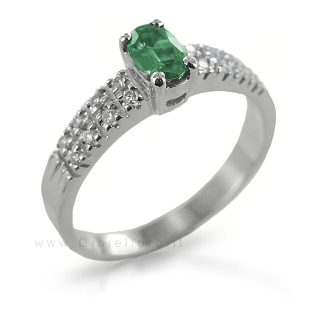 Anello Smeraldo ct 0.40 e Diamanti sul gambo