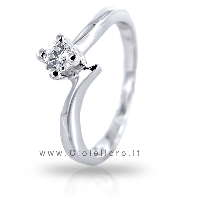 Anello Solitario in oro con Diamante ct 0.11 D IF