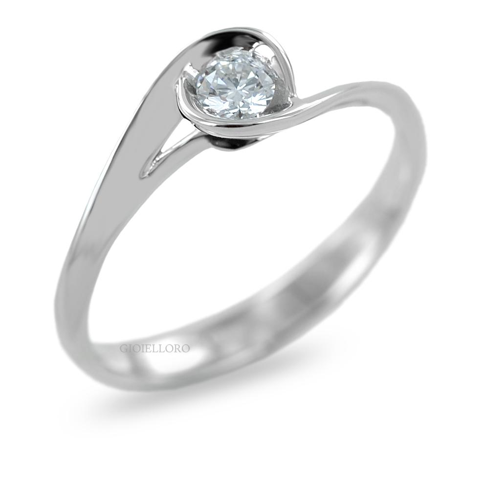 Anello Solitario in oro e Diamanti Dluce  ct. 0.15 colore G COLLEZIONE CALLA