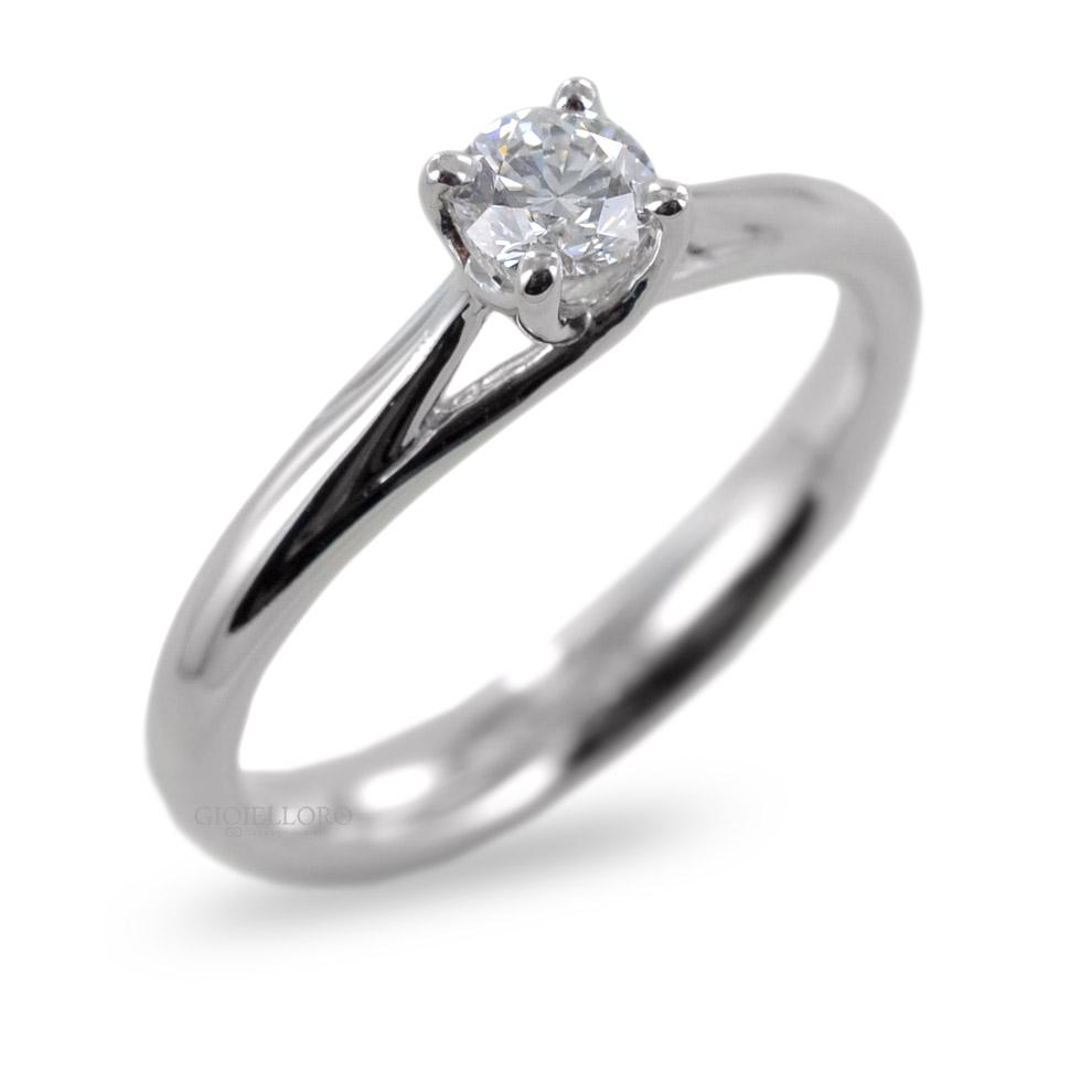 Anello Solitario in oro e Diamanti Dluce ct. 0.30 colore D