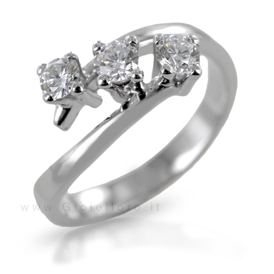 Anello Trilogy obliquo in oro e diamanti ct 0.30 G