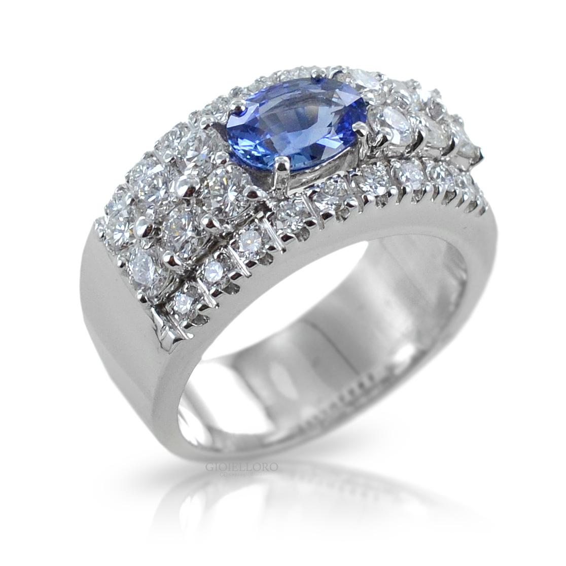 Anello a fascia con Zaffiro Ceylon centrale e diamanti