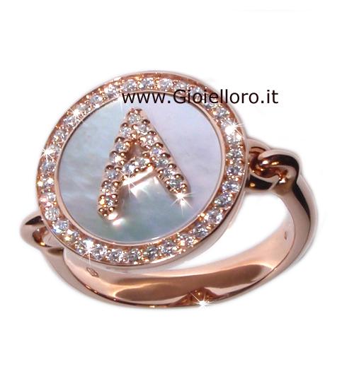 Anello con Lettera Iniziale in oro madreperla e diamanti