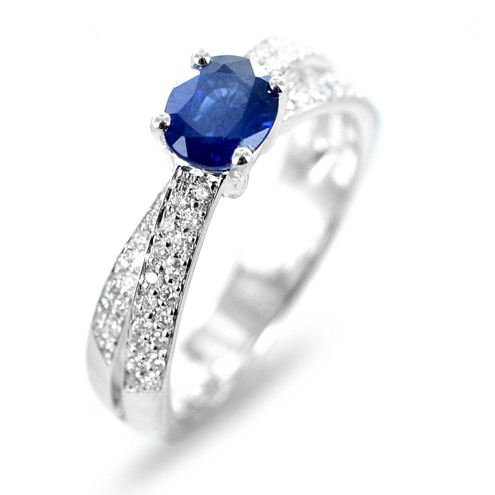 Anello con Zaffiro Kanch ct 0.86 e doppia fascia di diamanti sul gambo