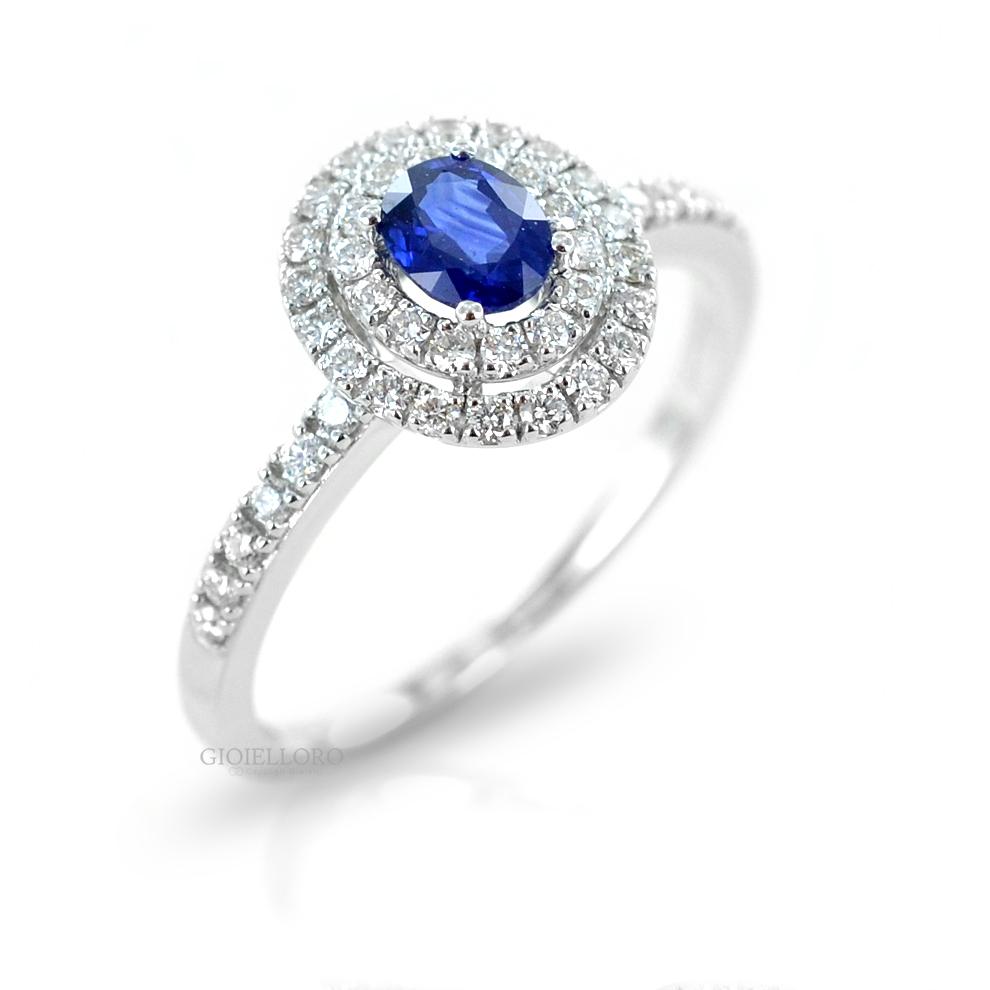 Anello con Zaffiro ovale e doppio contorno di diamanti