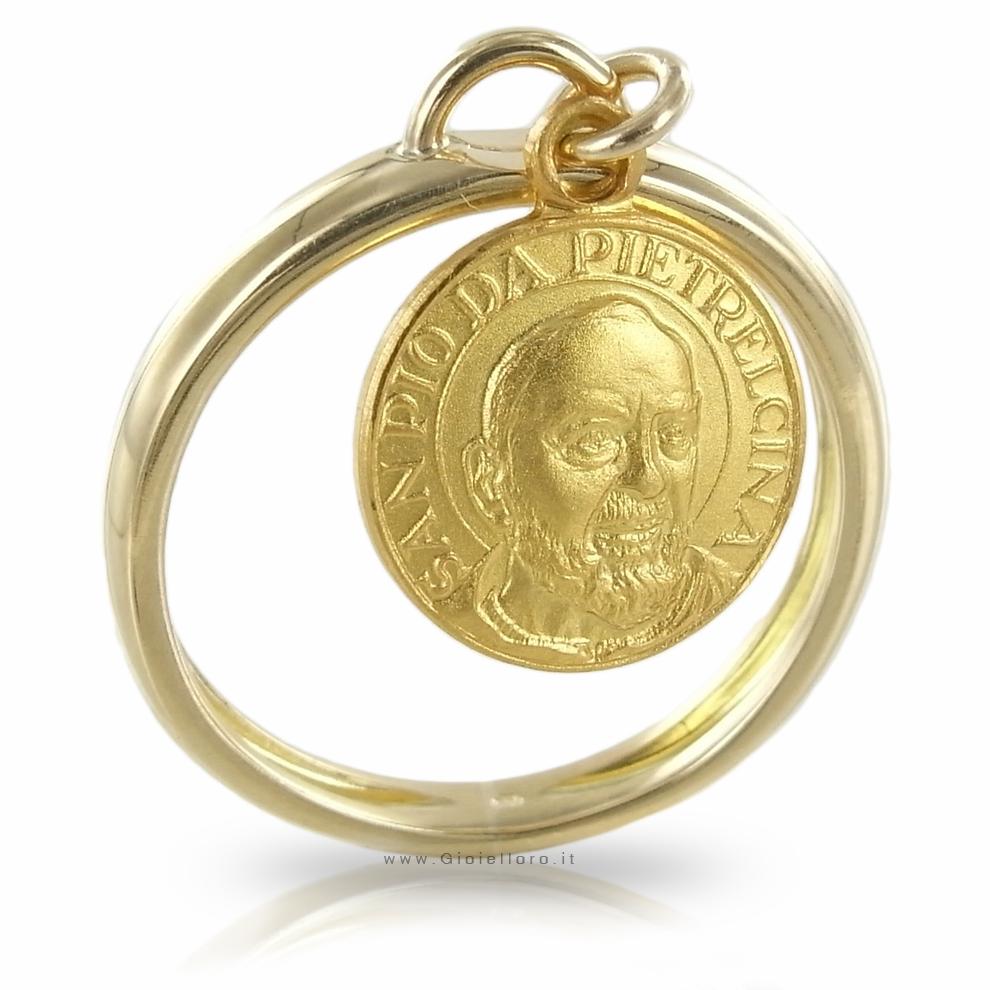 Anello con charm Medaglia Padre Pio 10 mm in oro giallo