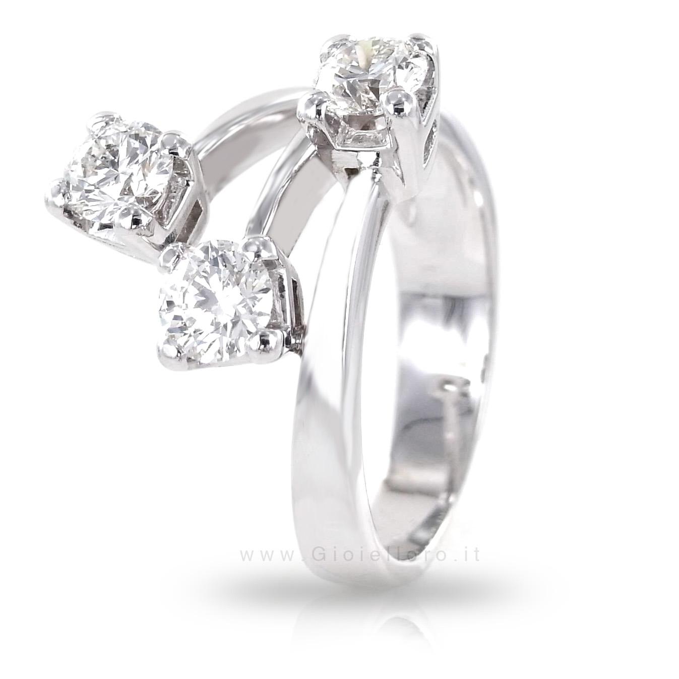 Anello con diamanti ct 0.98 colore G tre pietre fantasia