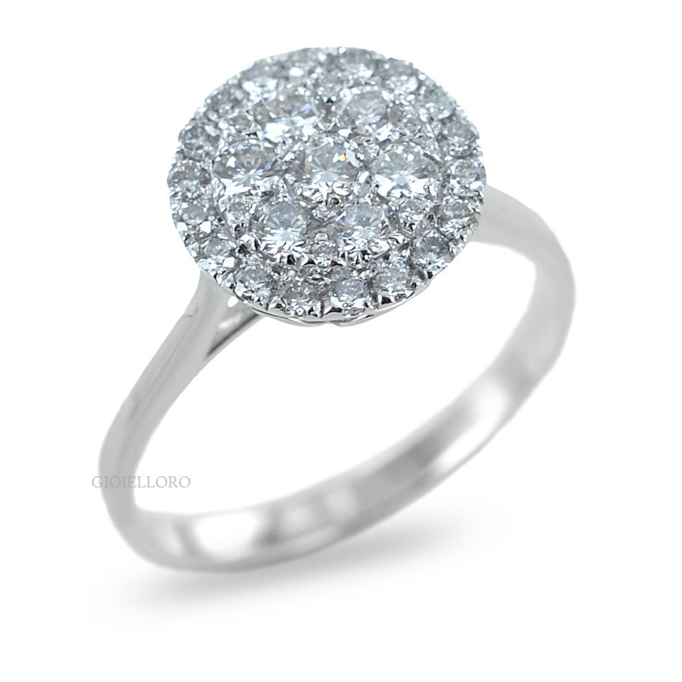 Anello effetto Solitario in oro e Diamanti Dluce  ct. 0.66 colore G contorno di diamanti
