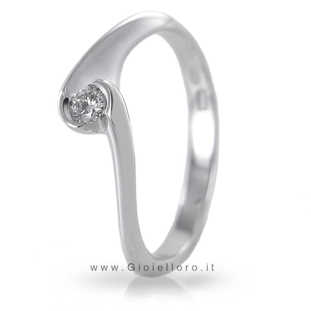 Anello solitario in oro bianco con diamante ct 0,05 G Gioielli Valenza