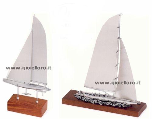 Barca da regata in argento