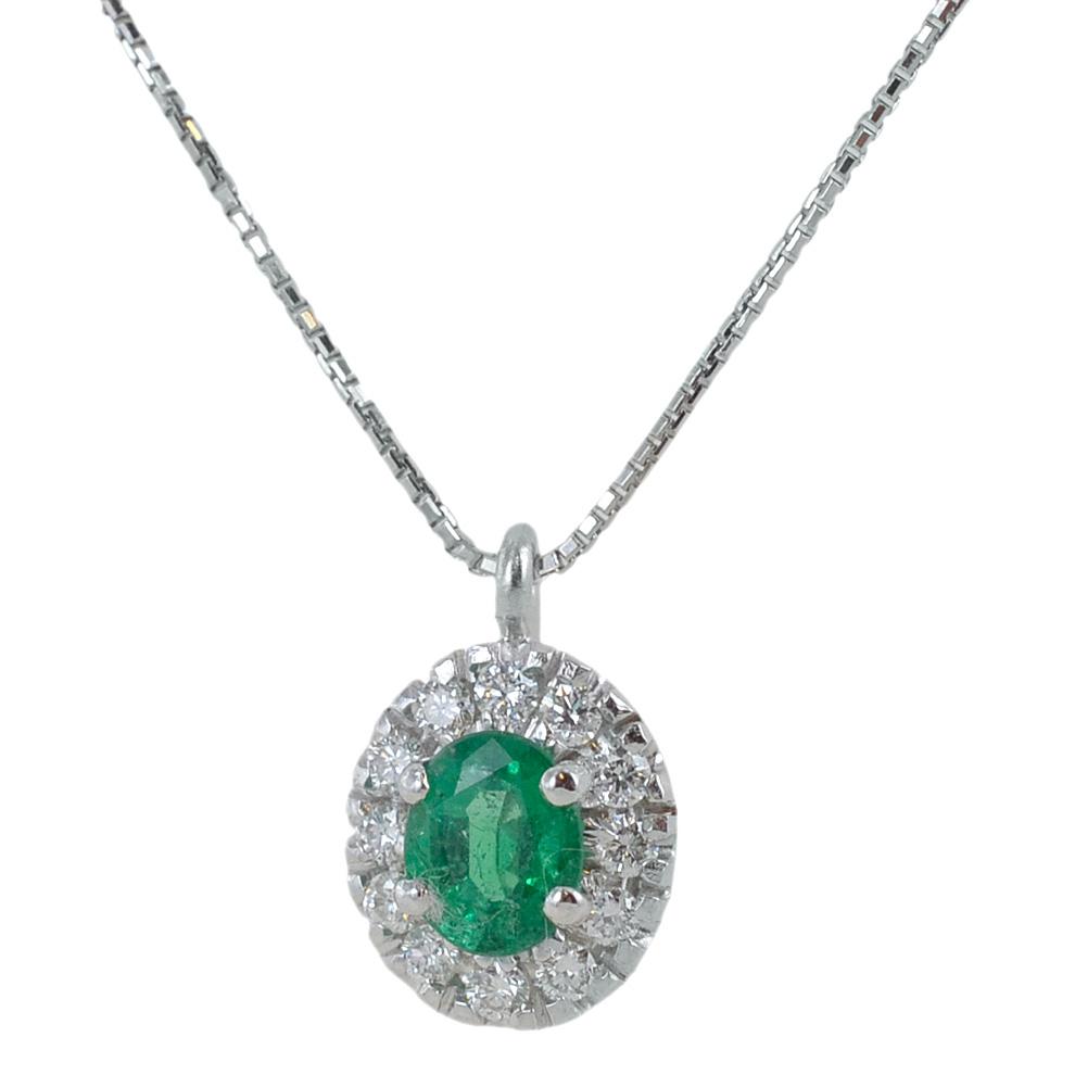 Collana con ciondolo Smeraldo Ovale e contorno di diamanti