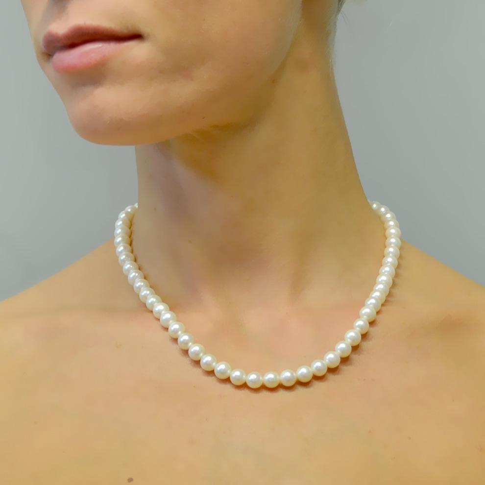Collana filo di perle di Acqua Dolce 7-7.50 mm con chiusura in oro bianco