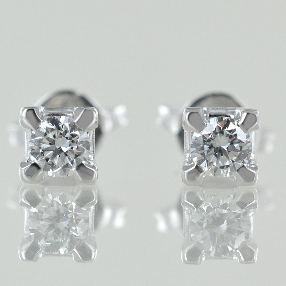 Orecchini Punto Luce medi in oro e diamanti ct. 0.30 G VS
