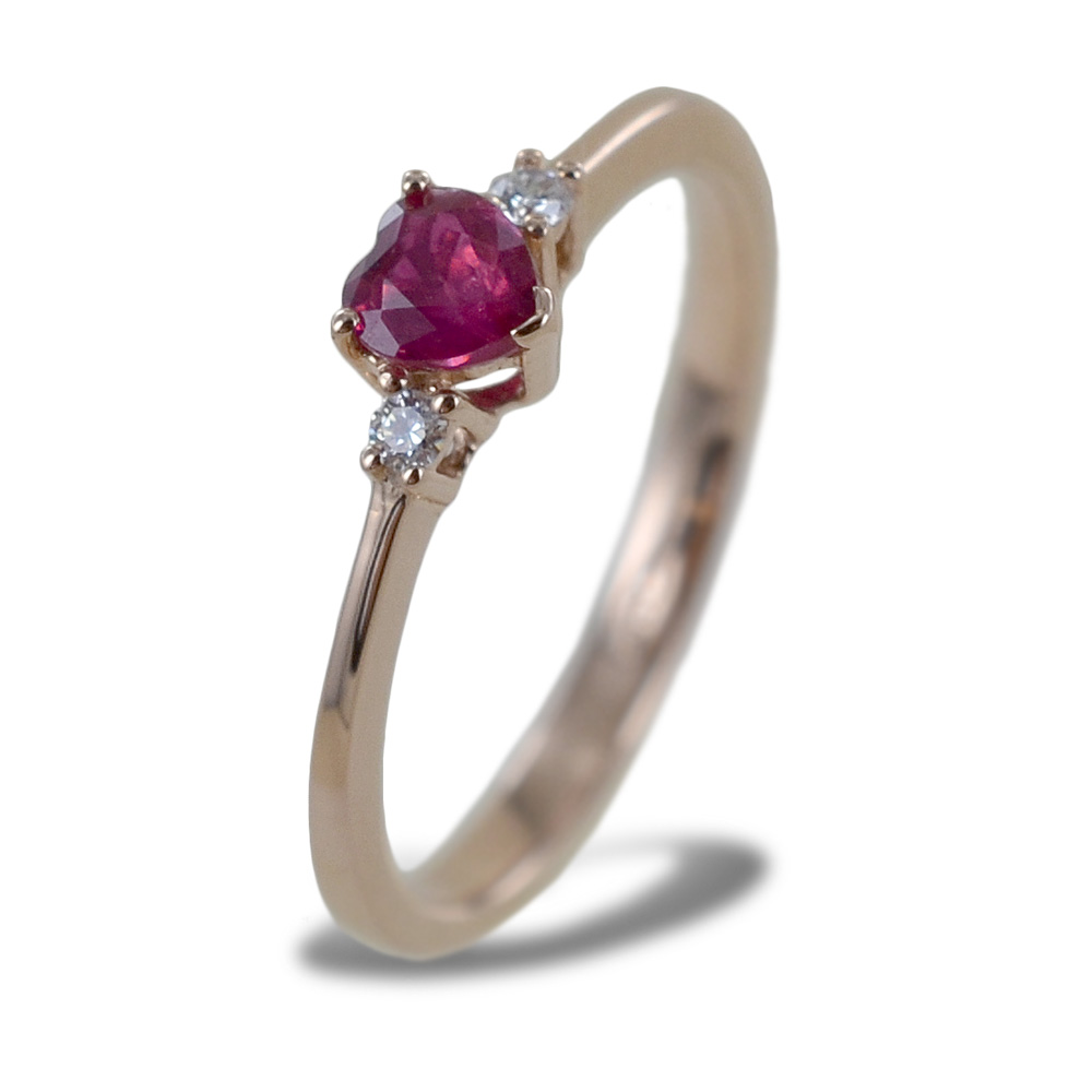 Anello con Rubino a cuore in oro rosa e diamanti
