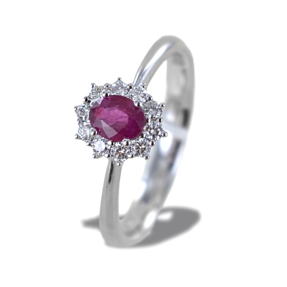 Anello con Rubino centrale mezzo carato e contorno di diamanti