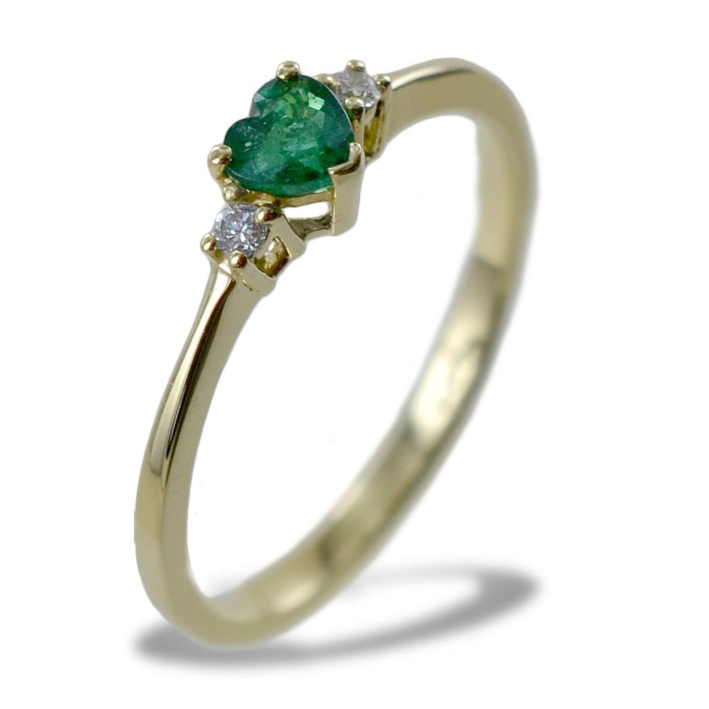 Anello con Smeraldo a cuore in oro giallo e diamanti