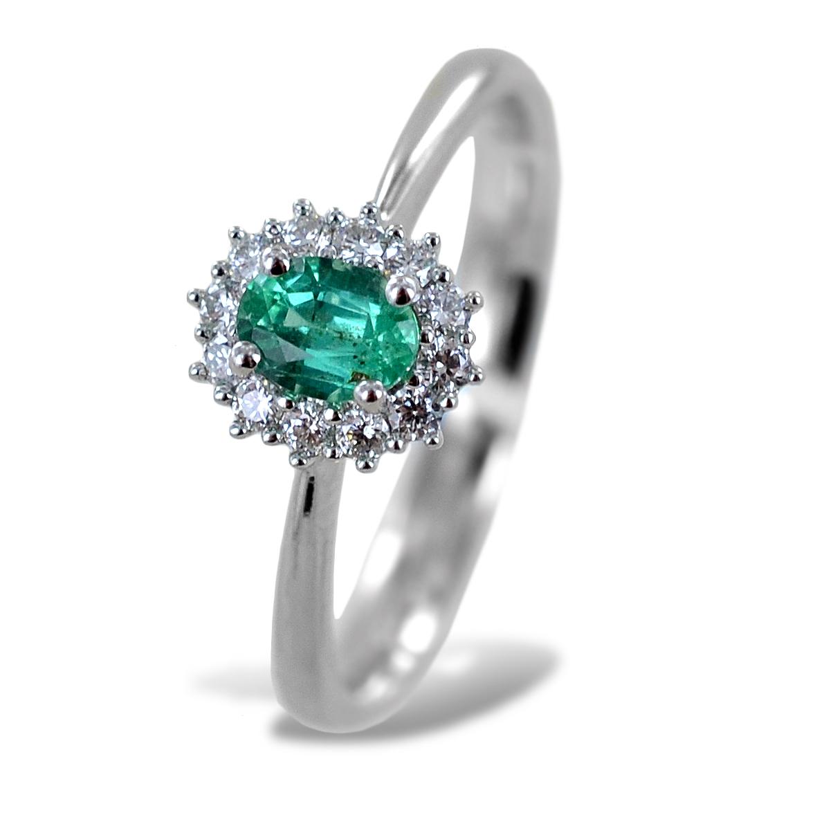 Anello con Smeraldo centrale piccolo e contorno di diamanti Gioielli Valenza