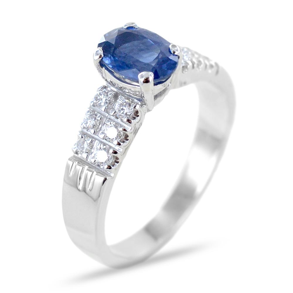 Anello con Zaffiro centrale ct 1.00 e Diamanti sul gambo