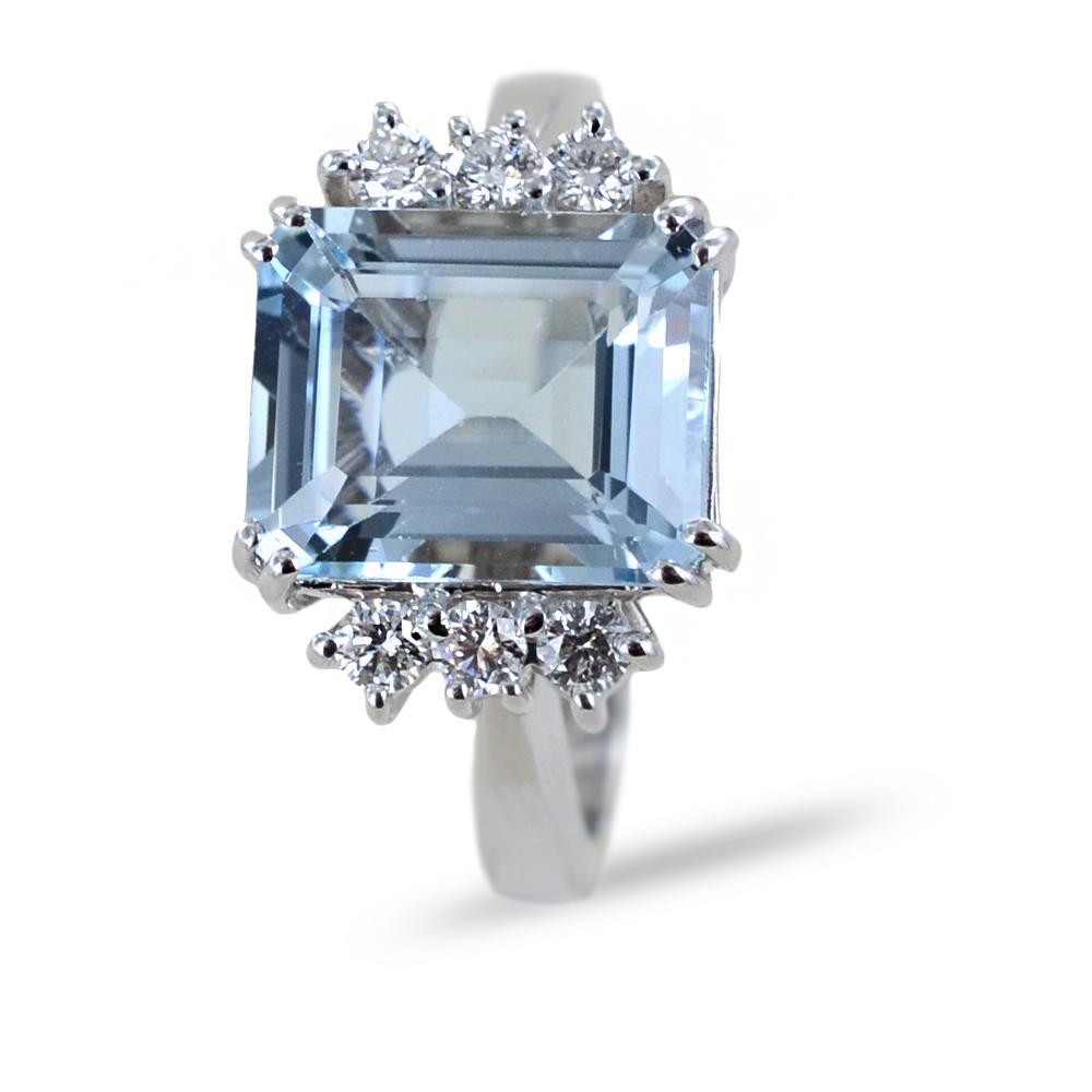 Anello Acquamarina grande centrale e 6 Diamanti