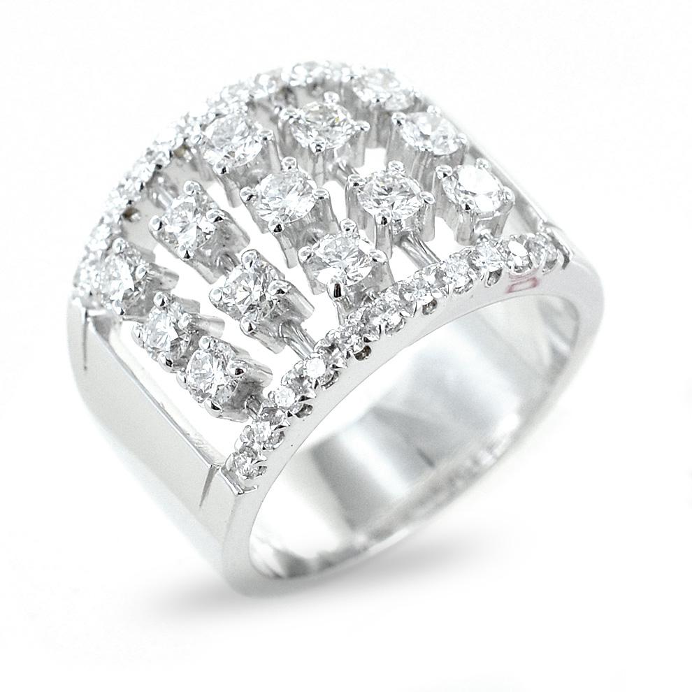 Anello fantasia tempestato da diamanti per oltre 1.00 un carato