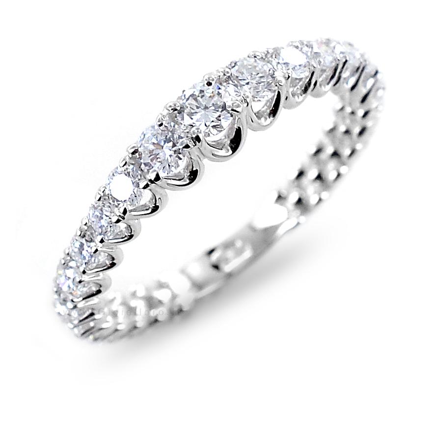 Anello fede Eternity a scalare in oro e Diamanti F color