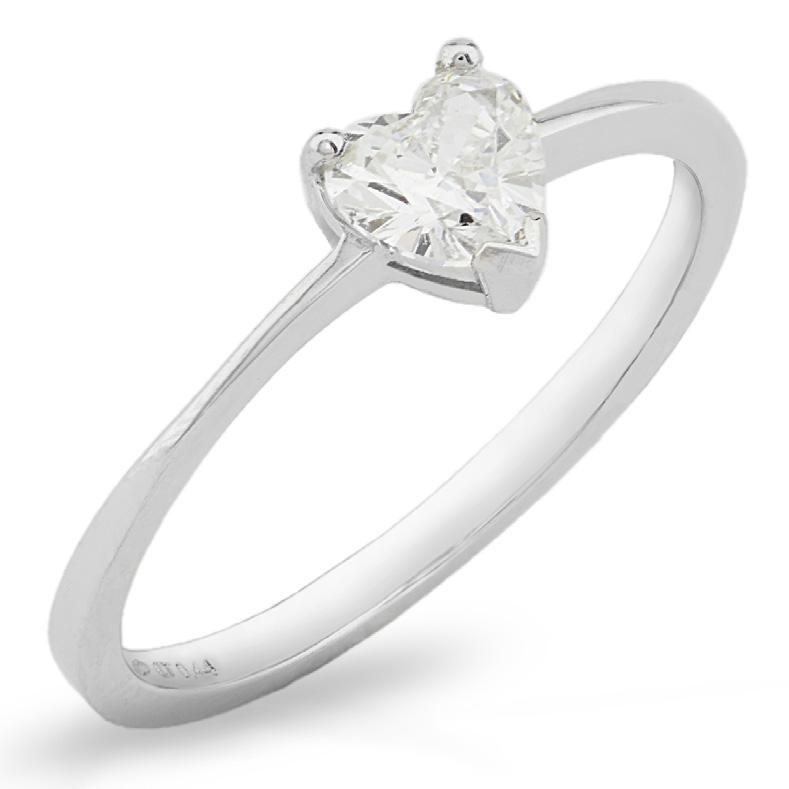 Anello in oro bianco con Diamante a Cuore carati 0.30 G