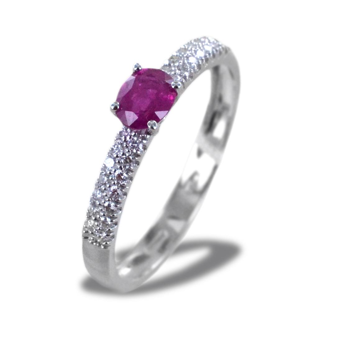 Anello in oro con Rubino 0.42 ct e diamanti sul gambo