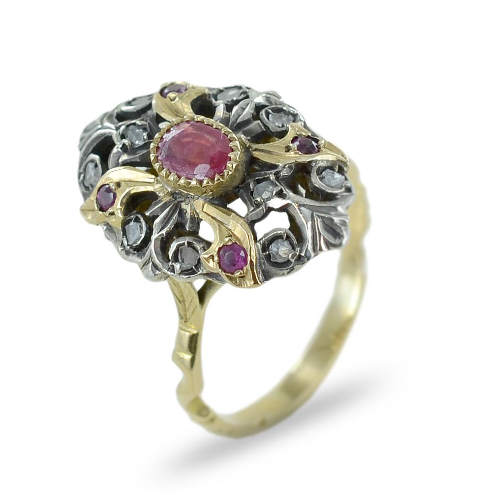 Anello in stile antico oro, rubini e diamanti