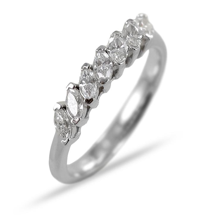 Anello Riviera a 7 diamanti navette in oro e diamanti da mezzo carato