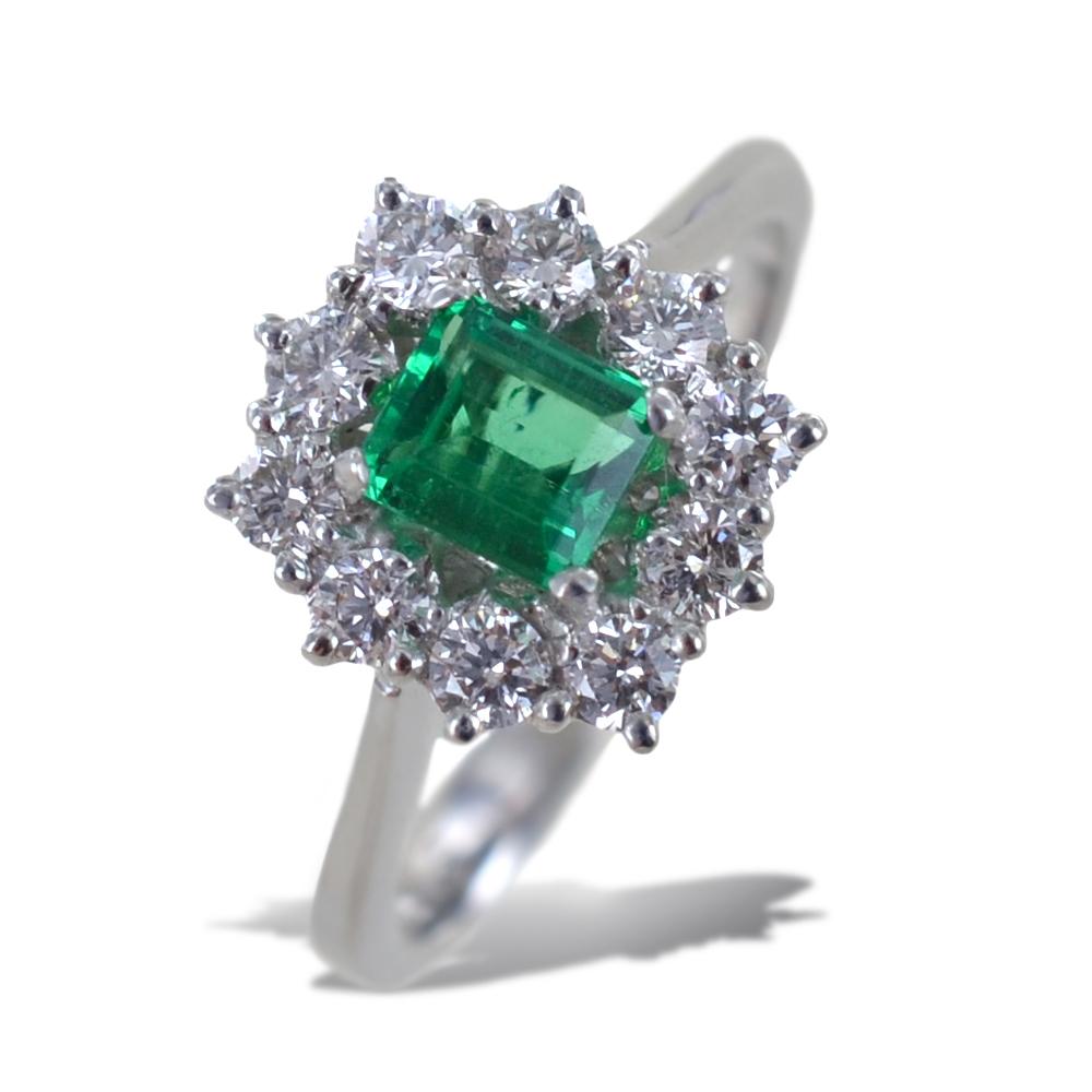 Anello rosetta Smeraldo da mezzo carato e Diamanti mezzo carato