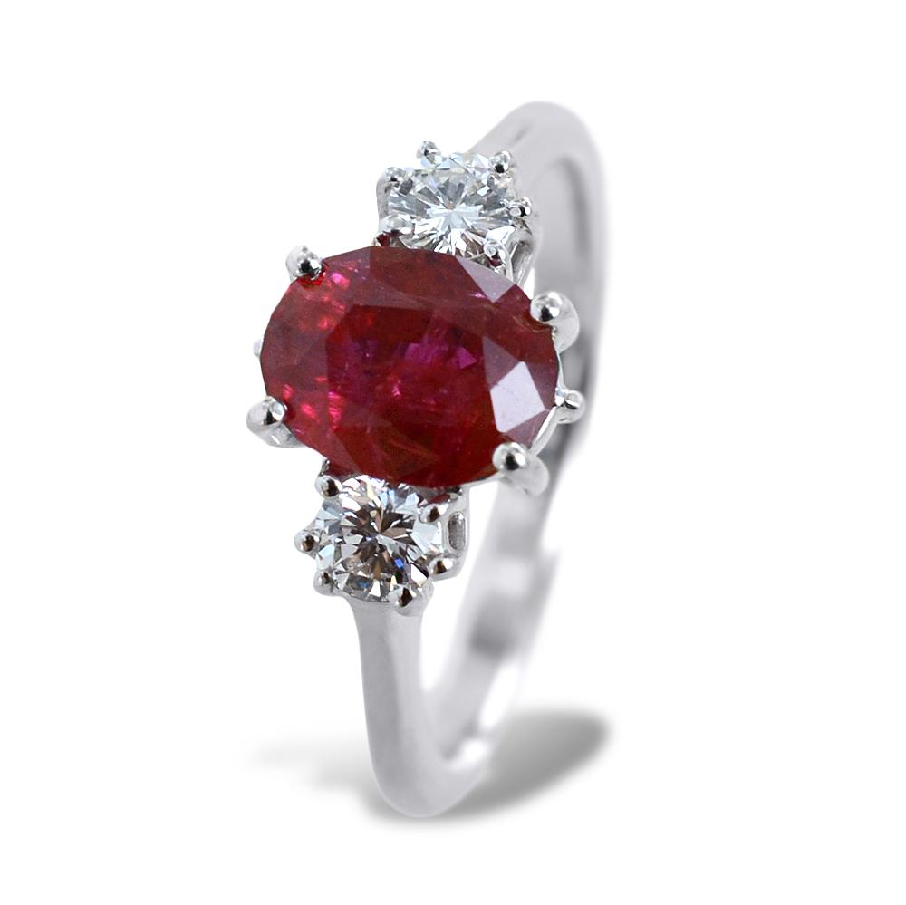 Anello Rubino centrale e diamanti laterali - Rubino Grande