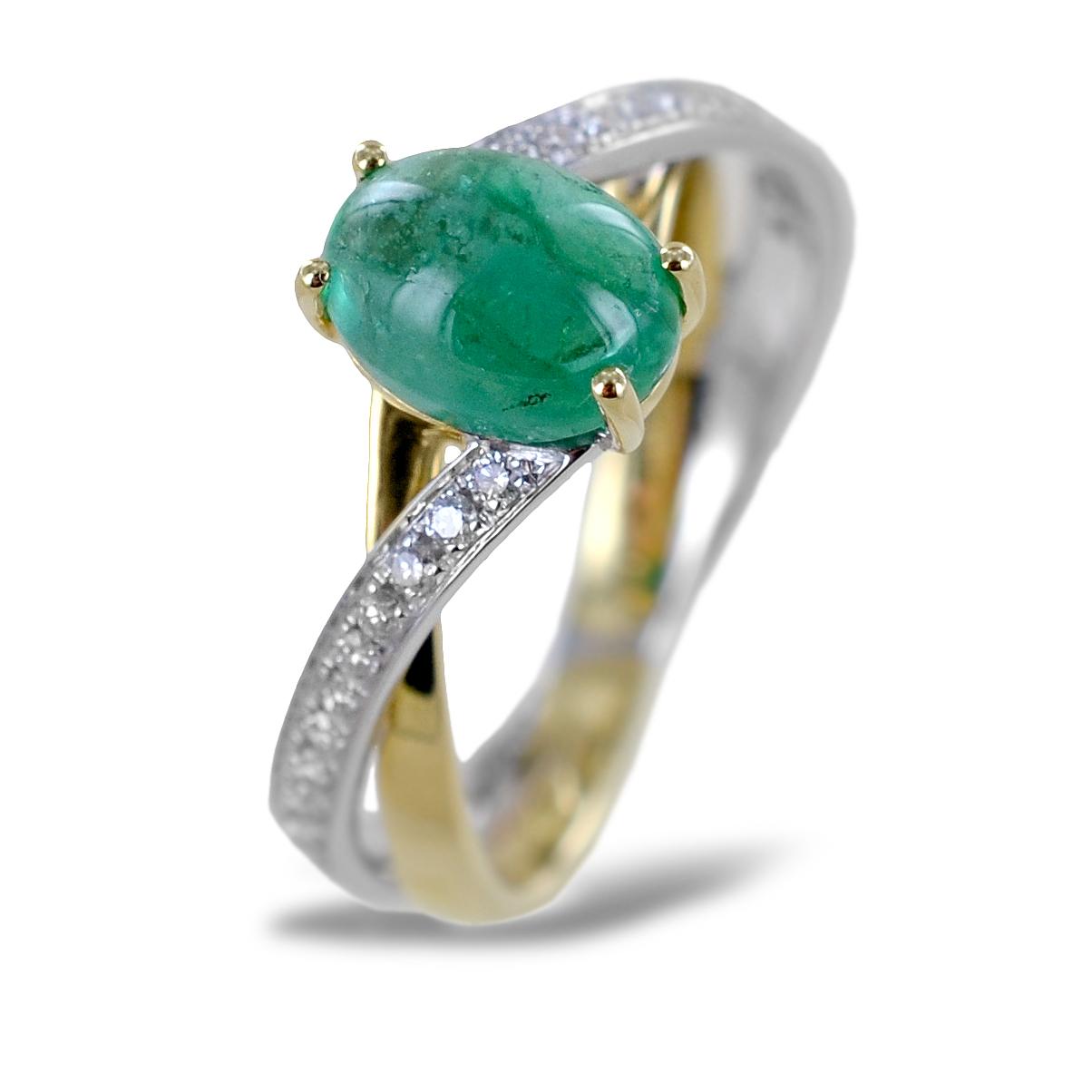 Anello Smeraldo cabochon da un carato e mezzo con diamanti