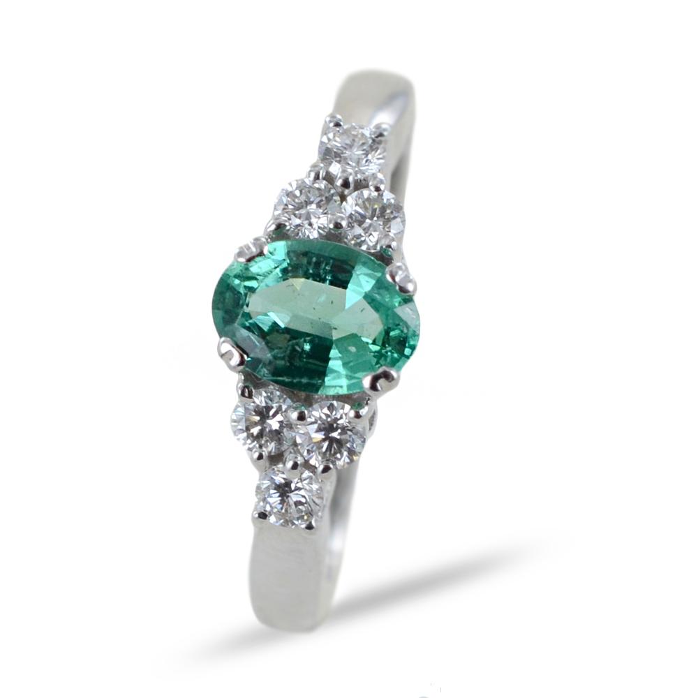 Anello Smeraldo da mezzo carato e Diamanti laterali