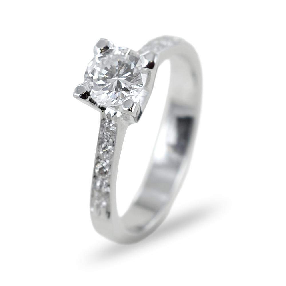 Anello solitario con diamante 0.65 e diamanti sul gambo