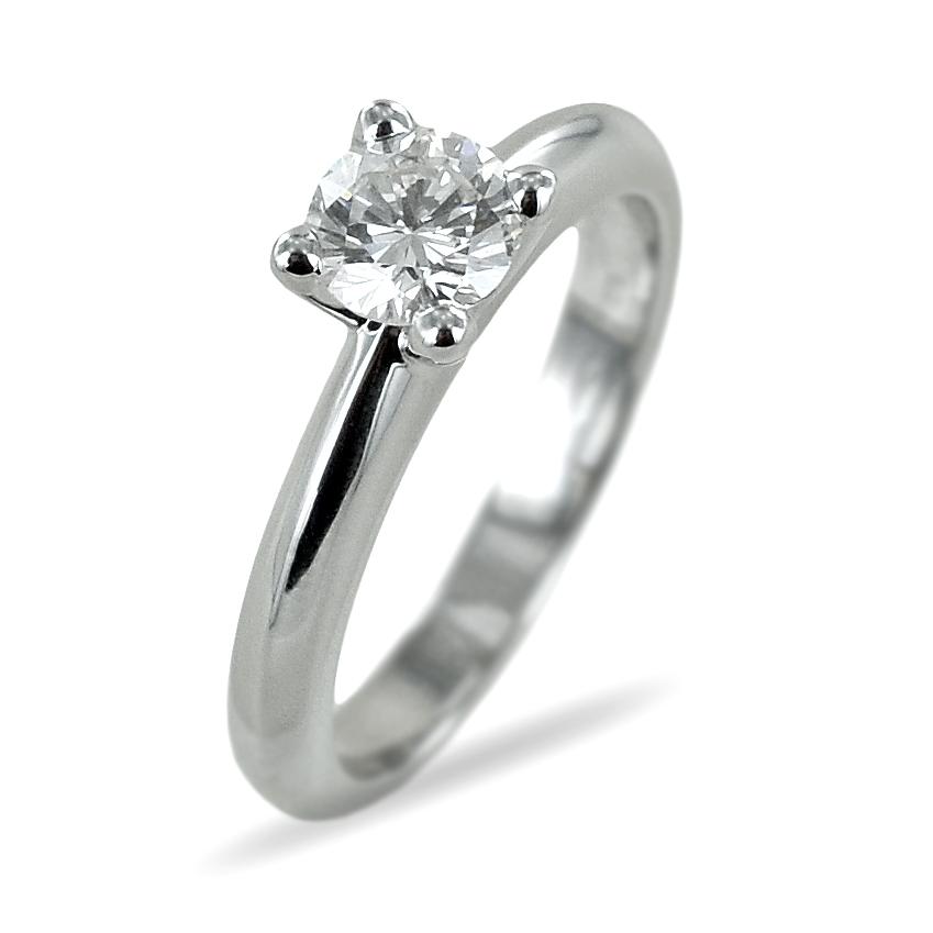 Anello solitario con diamante da mezzo carato montatura a V 0.64 carati