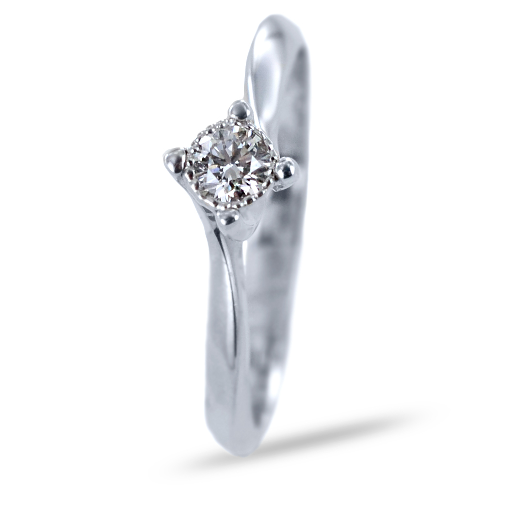 Anello solitario con incastonatura diamantata e diamante ct 0.15