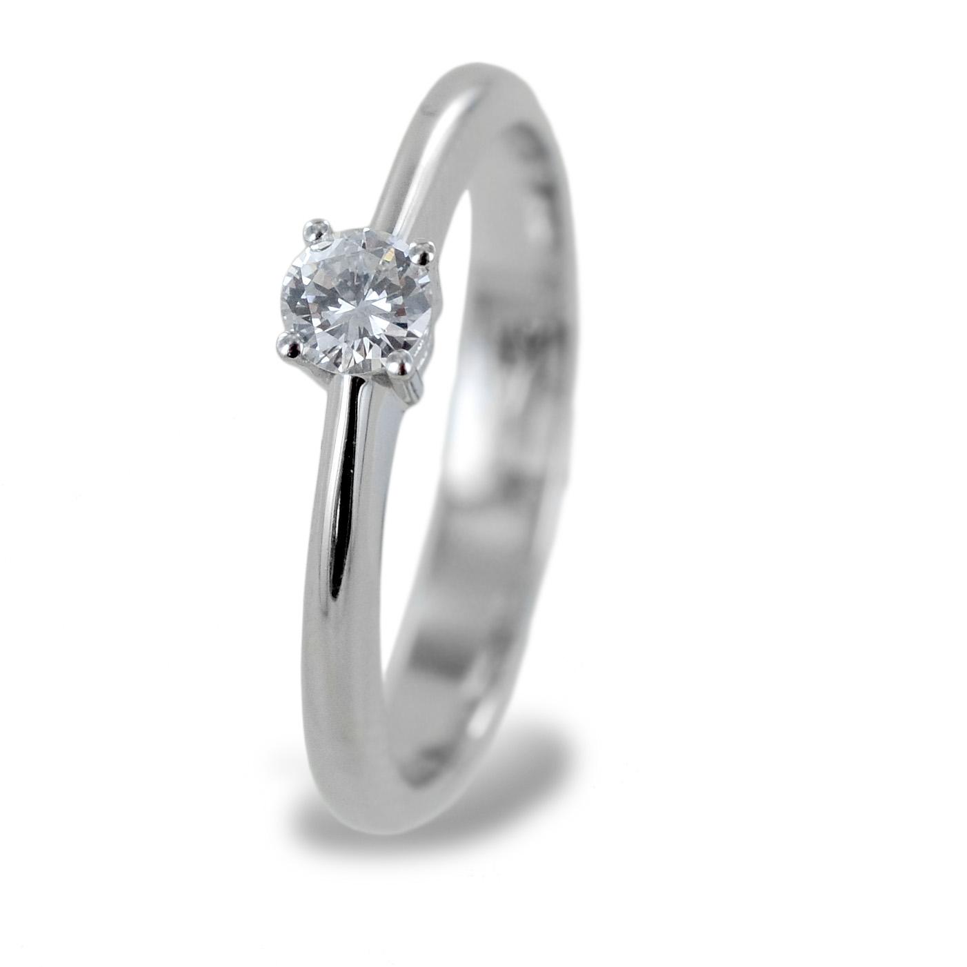 Anello Solitario medio con diamante da 0.19 carati