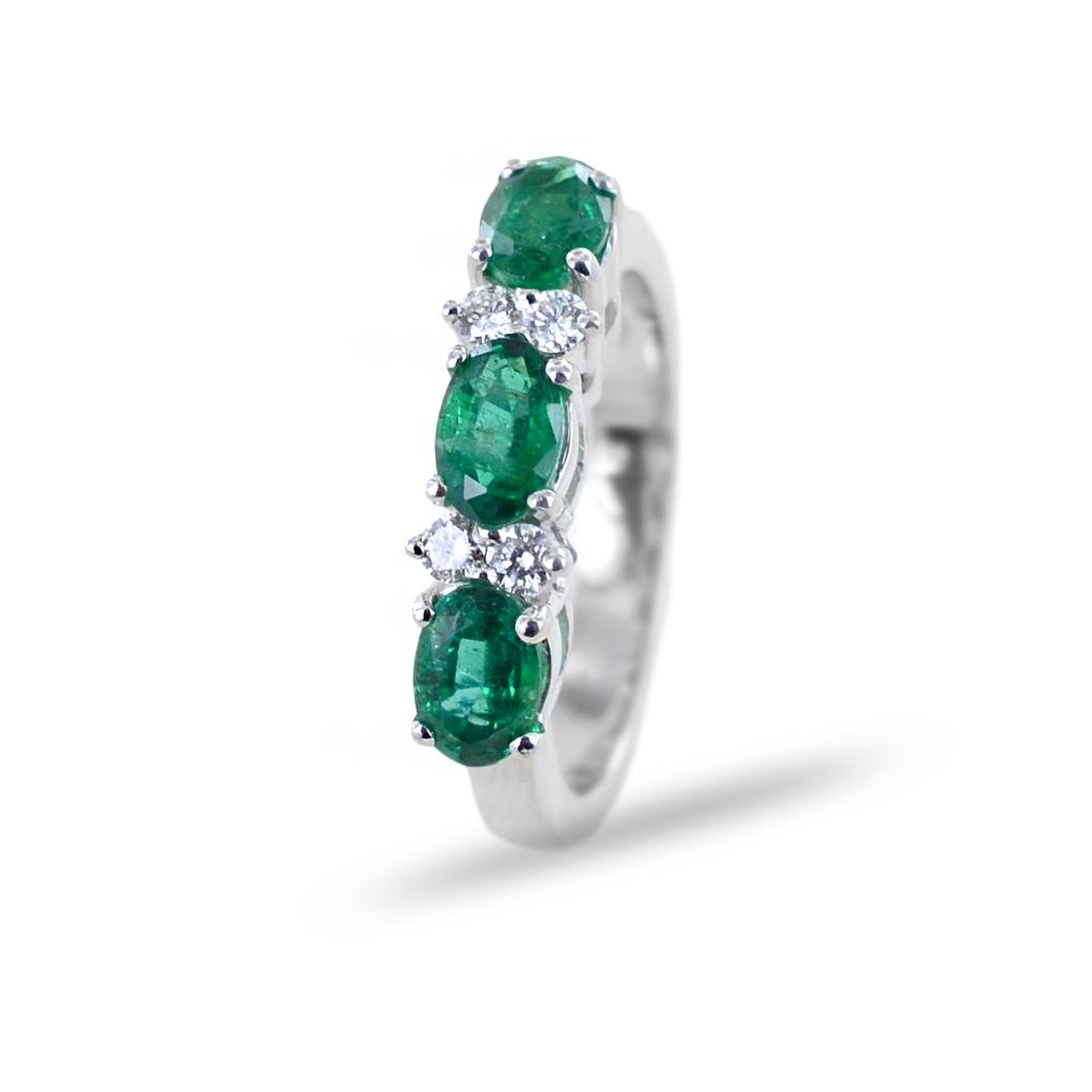 Anello trilogy di smeraldi con diamanti