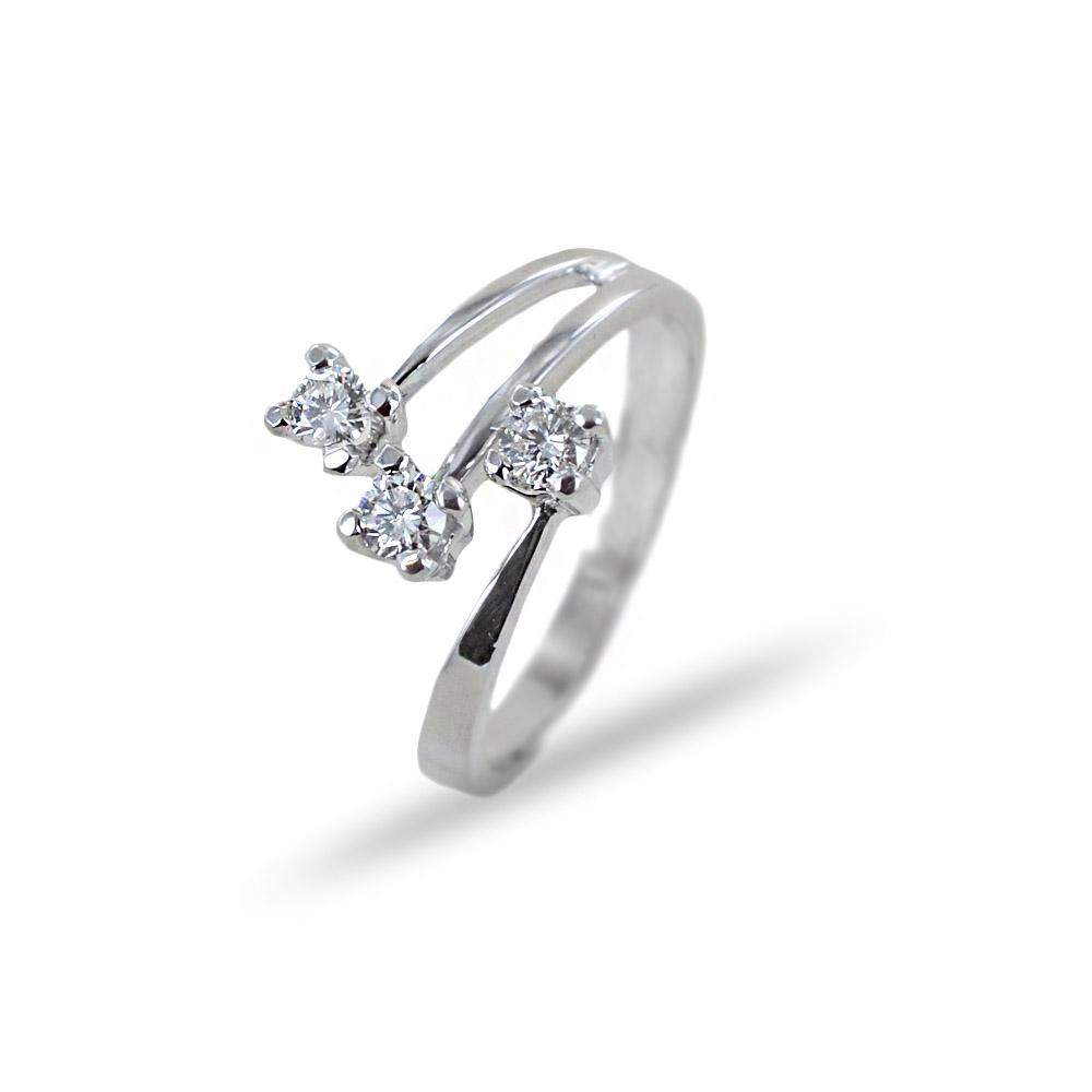 Anello Trilogy fantasia sfalsato a tre gambi con diamanti 0.33