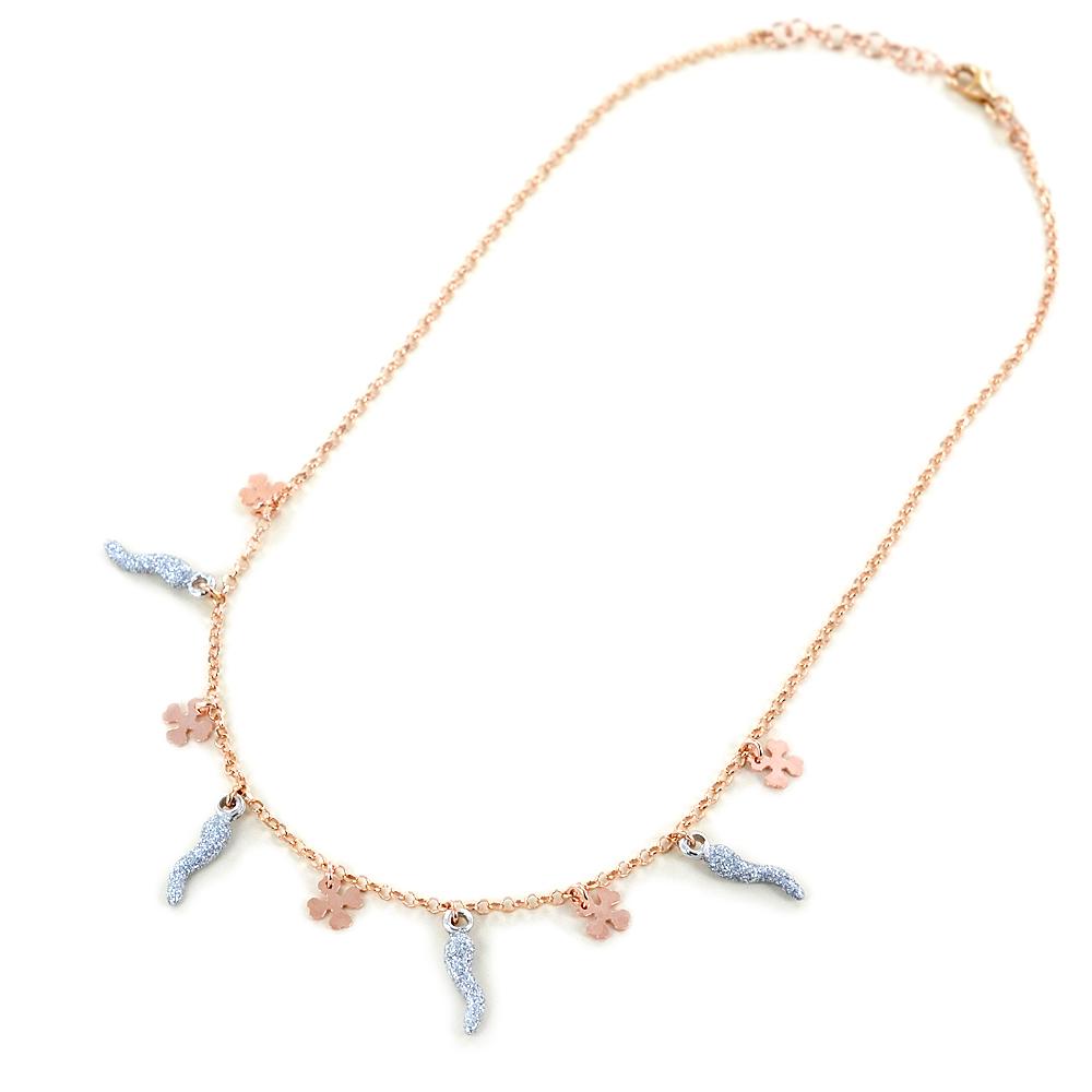 Collana in argento con charms quadrifogli e corni glitter