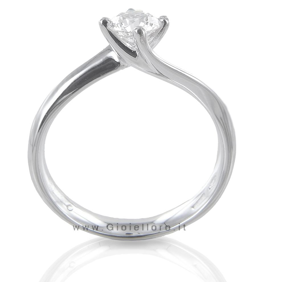 a basso prezzo e727a c8285 Anello solitario in oro bianco con diamante ct 0,40 G VS ...
