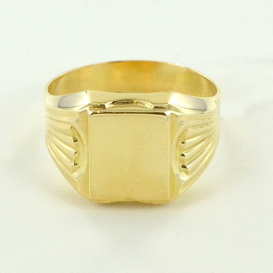 nuovo prodotto 64892 288a9 Anello da uomo da mignolo con scudo in oro giallo ...