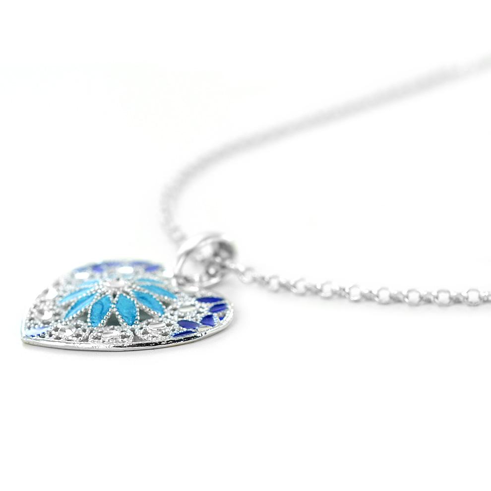 c98a76737e714c Collana in argento con pendente cuore e smalti azzurri collezione Notre Dame  - gallery 4