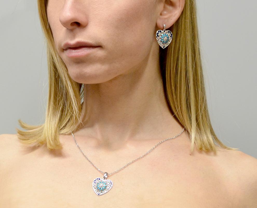 547784f9fe8aad Orecchini in argento con pendente cuore e smalti azzurri collezione Notre  Dame - gallery 2